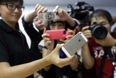 Shares in Apple rise after iPhone deal with China Mobile