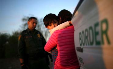 U.S. plans raids to deport families who surged across border