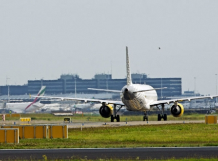 Dutch security forces respond to plane alert