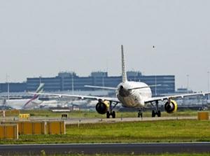 Dutch security forces respond to plane alert