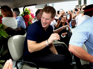 UK tabloid prints naked Prince Harry pictures